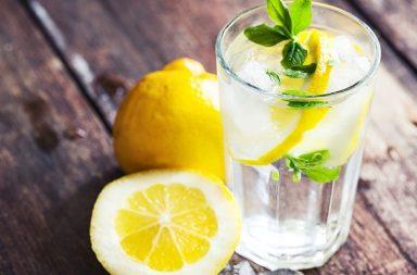 Чому вранці потрібно випивати склянку теплої води з лимоном