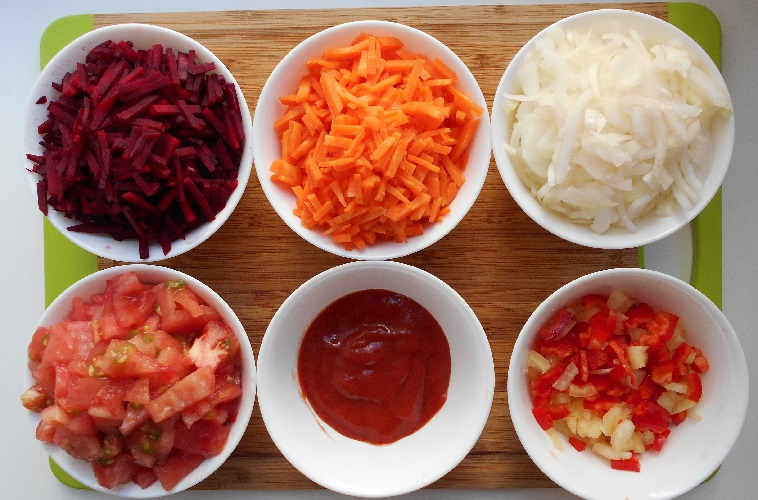 Інгредієнти для червоного борщу