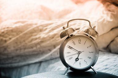 Як навчитися рано вставати