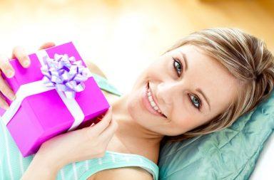 Що подарувати на 8 Березня дівчині, мамі, колезі і не тільки