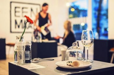 В Амстердамі відкрили кафе для одинаків