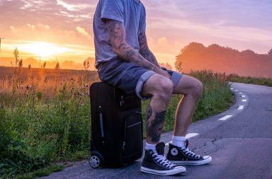Як знайомитися з людьми, коли ви подорожуєте поодинці